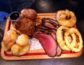 SUNDAY ROAST | WE LOVE FOOD, IT'S ALL WE EAT